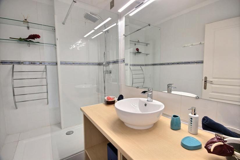 Appartement l'oceane salle de bain