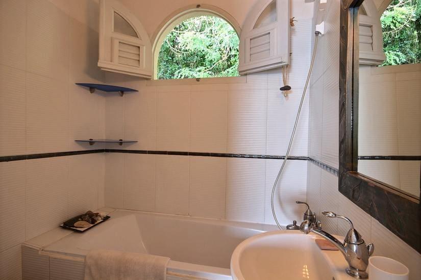 martinique villa palmier rouge salle de bain