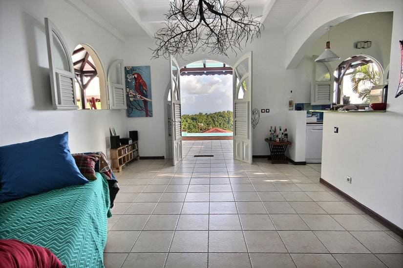 artinique villa palmier rouge salon vue terrasse