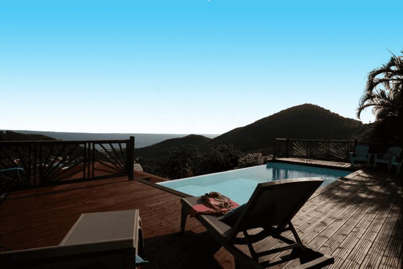 martinique villa palmier rouge terrasse transats