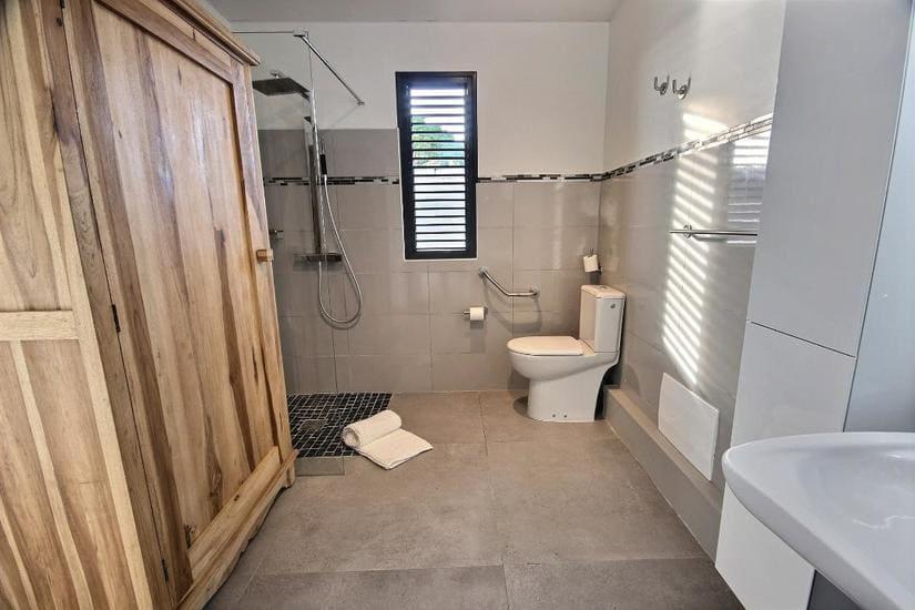 villa escale Saint-Pierre salle de bain