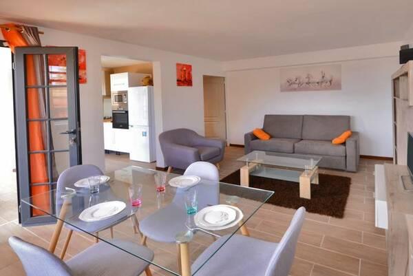 Location A Fort De France Salon Table
