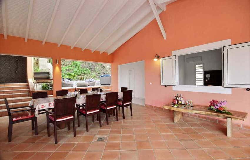 Location Villa Avec Piscine Cap Macre Martinique Salle A Manger Vue Douche