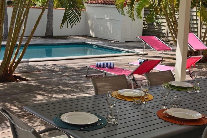 Villa L Oasis Table Piscine Martinique