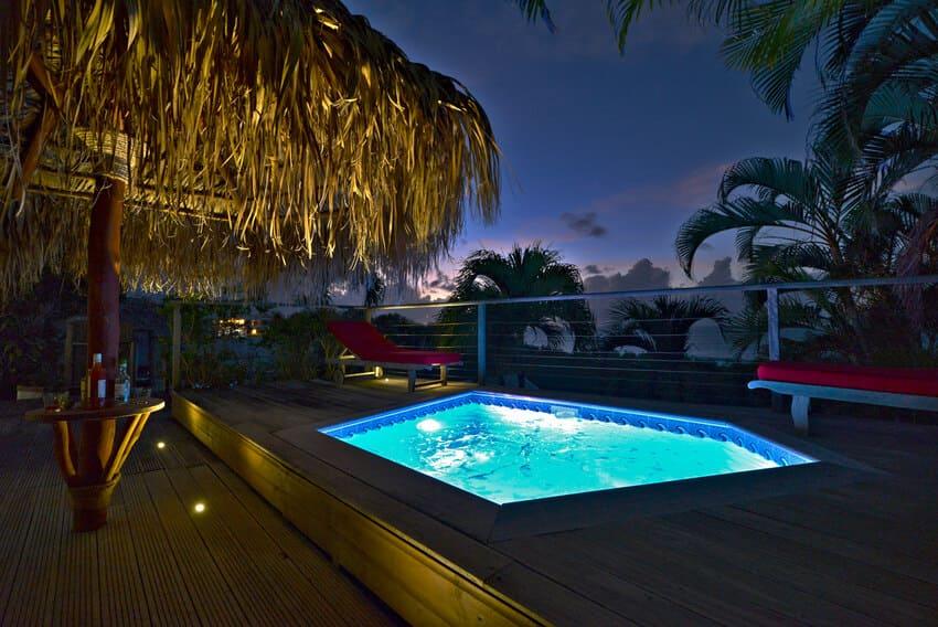 Vue Turquoise Parasol Piscine Nuit