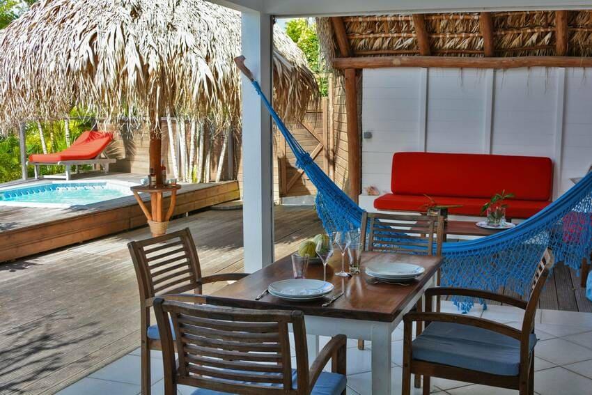 Vue Turquoise Parasol Terrasse Salon