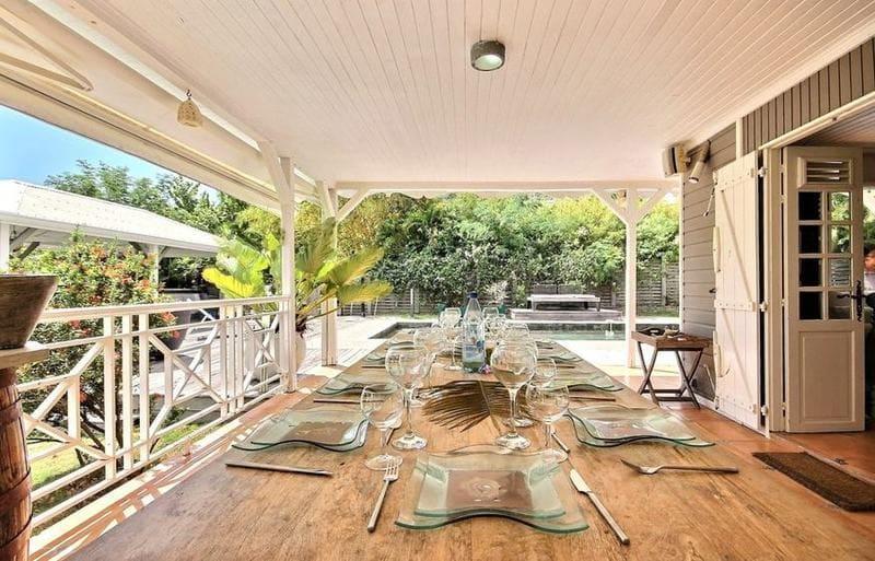 Location Villa Martinique Neivy Table A Manger Min
