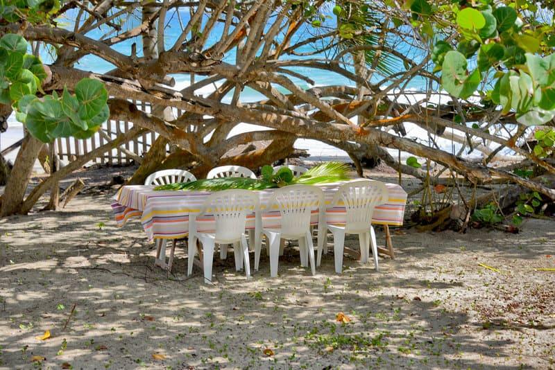 Macatas Sur La Plage Table