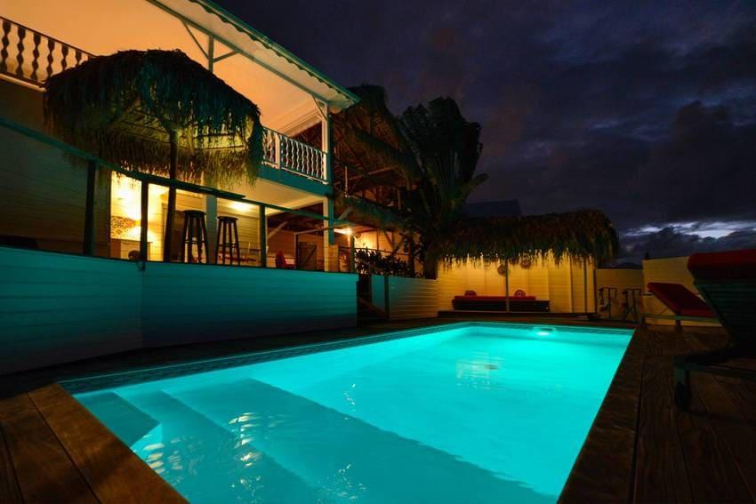 Vue Turquoise Piscine Maison Nuit